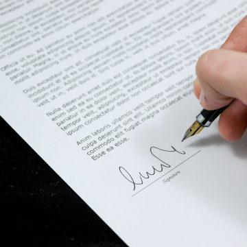 Documento assinado sem elementos essenciais é inapto para cobrança de dívida