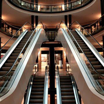 Após 5 anos em vigor, lei que obriga placas de segurança próximo das escadas rolantes de Limeira é regulamentada