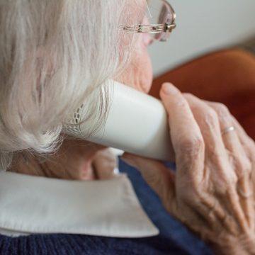 Alerta a aposentados sobre empréstimos sem autorização, após ligação de instituições
