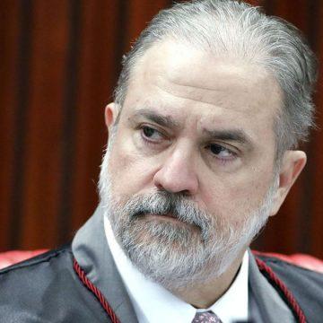 Bolsonaro rejeita lista tríplice e pede recondução de Aras para a PGR