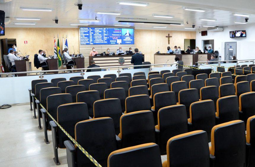 Vereadores comparecem mais e atrasam menos nas sessões em Limeira
