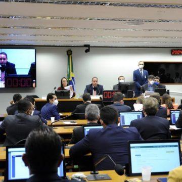 """Comissão especial aprova novas regras eleitorais com a criação do """"distritão"""""""